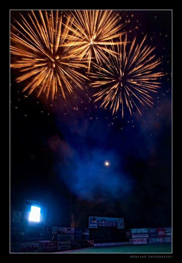 Fireworks II (c) Joseph Rowland 2009